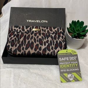 Travelon Wristlet/Wallet Animal Print Nylon